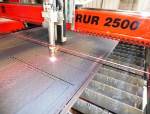 RUR 2500 image of machine cutting metal